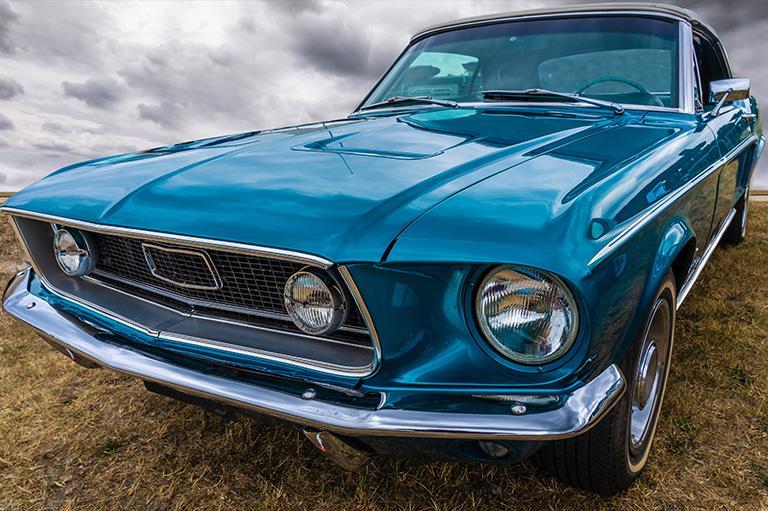 Niebieski samochód zabytkowy